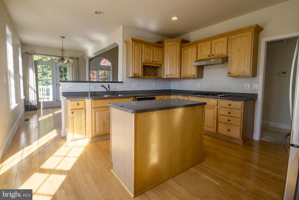 Kitchen opens to casual eating area - 5526 W RICH MOUNTAIN WAY, FREDERICKSBURG