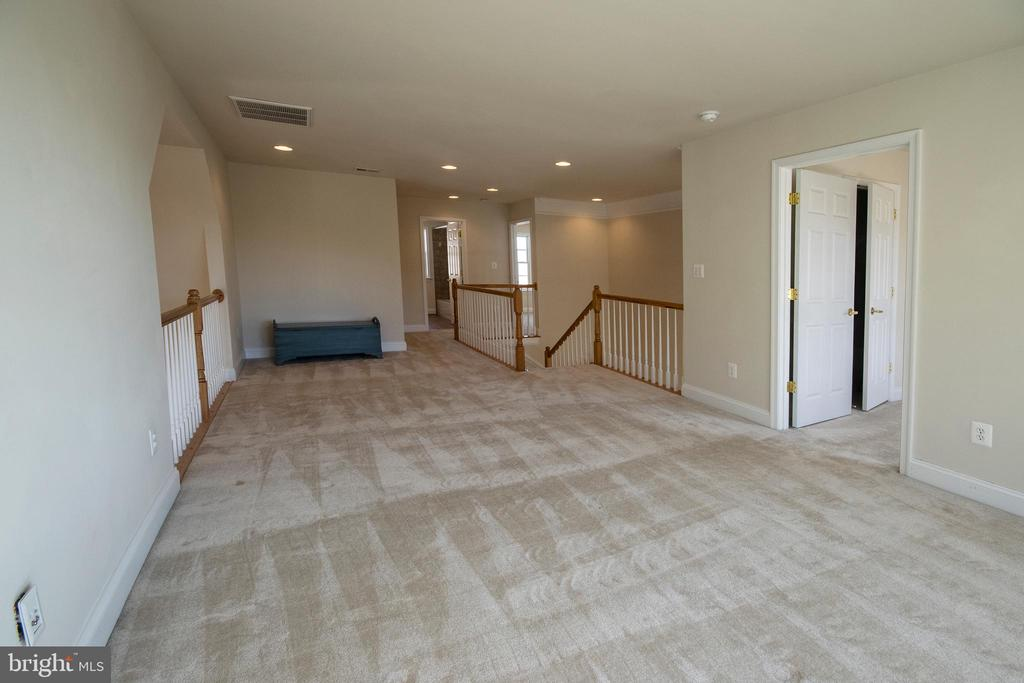 2nd level lounge has ideal natural light work area - 5526 W RICH MOUNTAIN WAY, FREDERICKSBURG