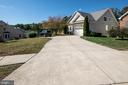 Huge driveway with room for 6 cars! - 5526 W RICH MOUNTAIN WAY, FREDERICKSBURG