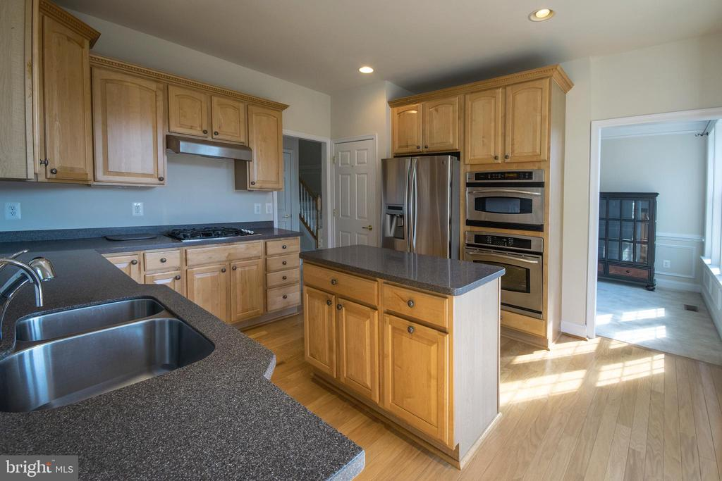 Island, solid surface tops and stainless appliance - 5526 W RICH MOUNTAIN WAY, FREDERICKSBURG