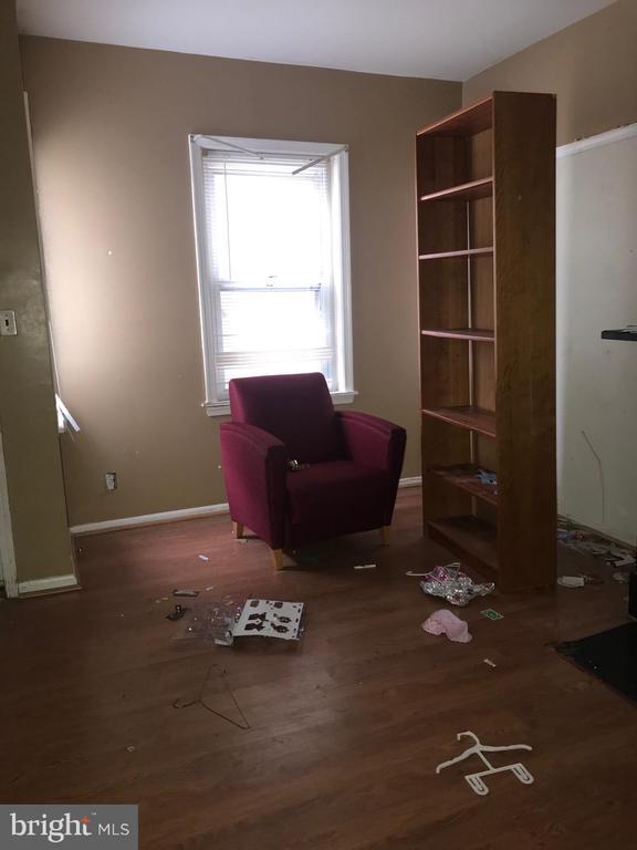 LIVING ROOM - 4446 ORD ST NE, WASHINGTON
