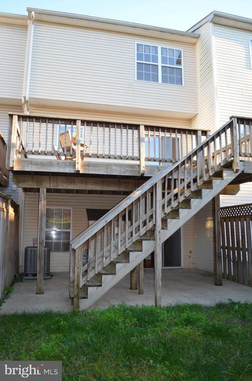 Patio and large deck - 2498 LAKESIDE DR, FREDERICK