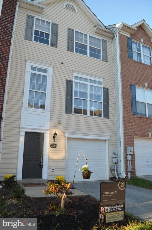 Your own garage/driveway! - 2498 LAKESIDE DR, FREDERICK