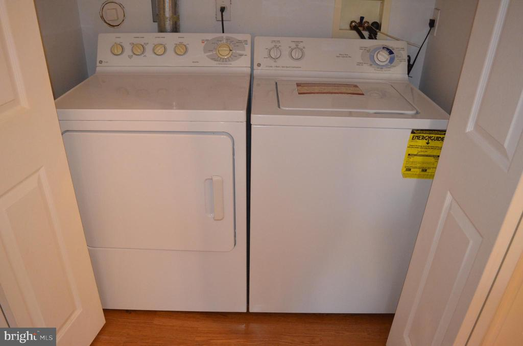 Full-sized washer/dryer in lower level - 2498 LAKESIDE DR, FREDERICK