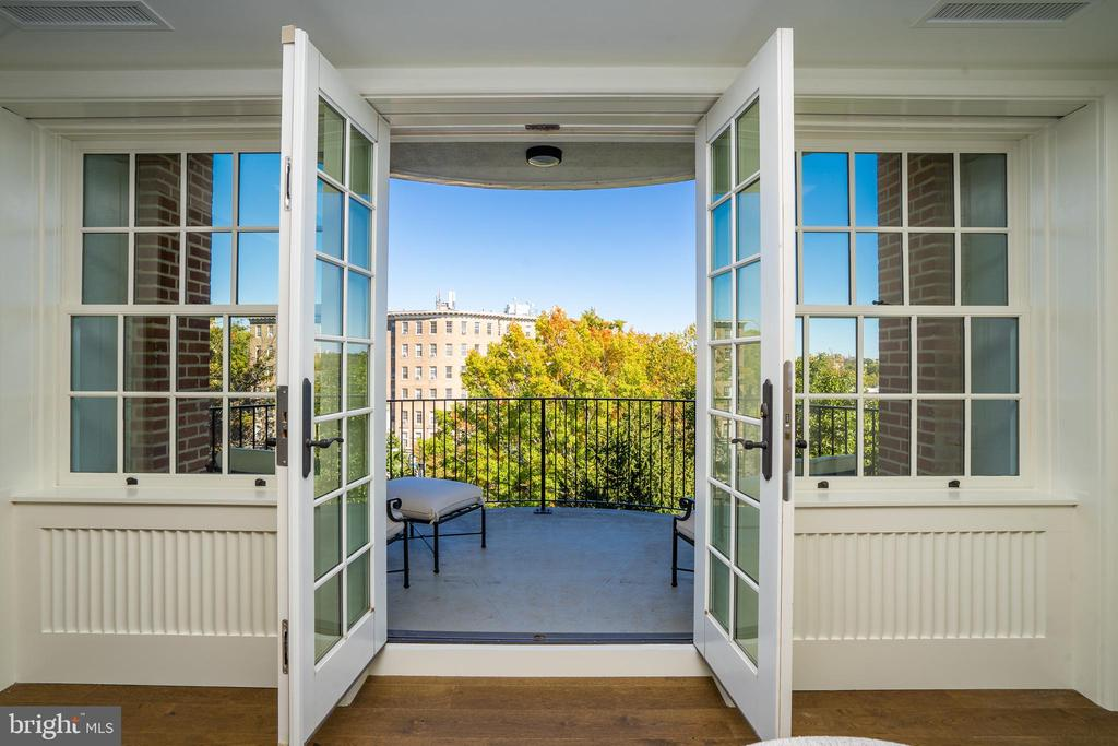 PRIVATE TERRACE - 2660 CONNECTICUT AVE NW #3A, WASHINGTON