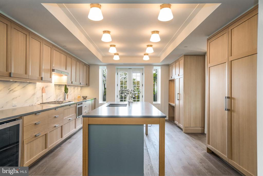 KITCHEN ISLAND WITH PRIVATE TERRACE ACCESS - 2660 CONNECTICUT AVE NW #3A, WASHINGTON