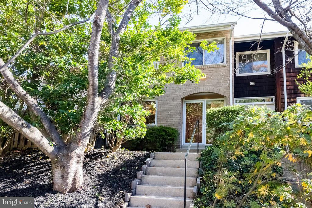 - 872 NEW MARK ESPLANADE, ROCKVILLE
