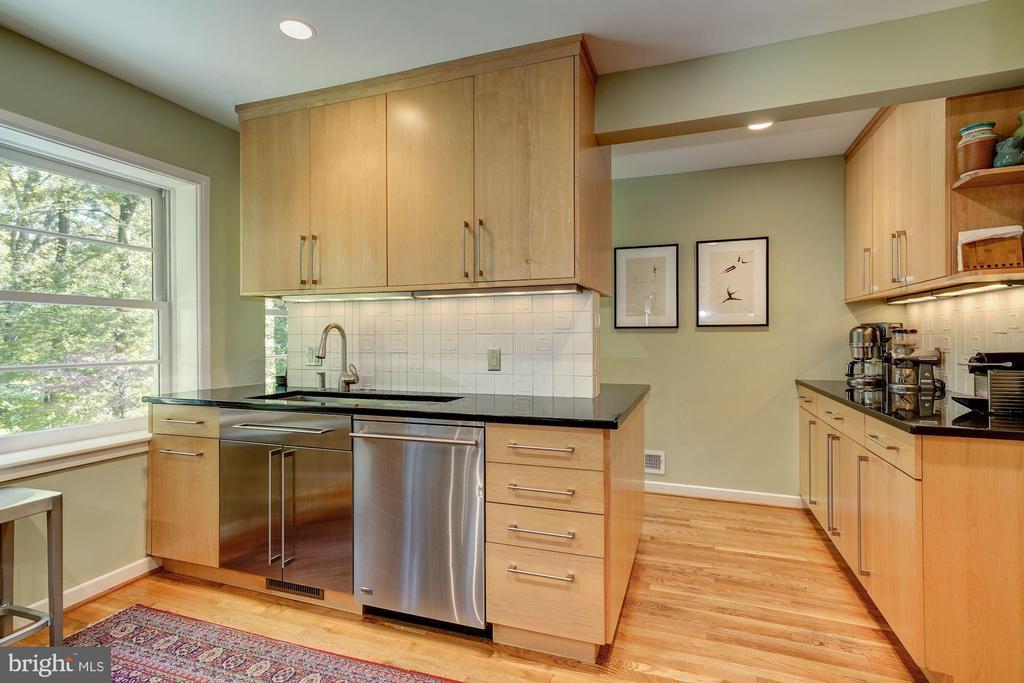 Kitchen wraps around to bar area/serving area - 2318 44TH ST NW, WASHINGTON