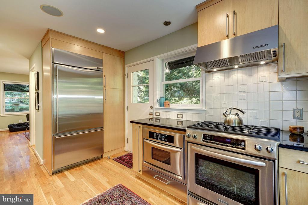 Kitchen door to side of house - 2318 44TH ST NW, WASHINGTON