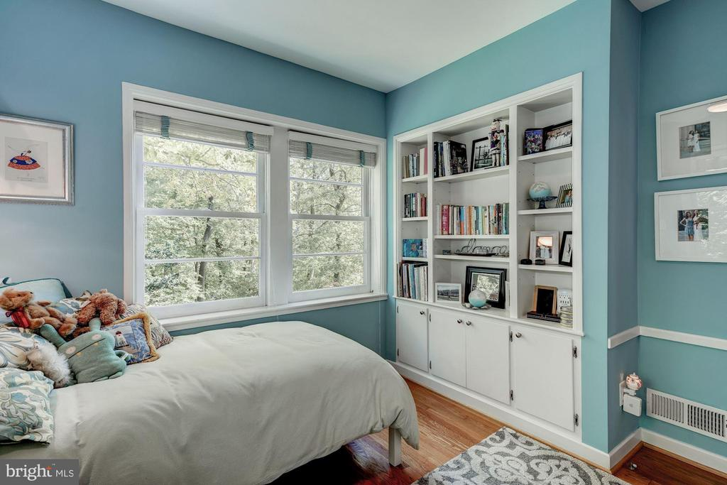 Bedroom 2 with built ins - 2318 44TH ST NW, WASHINGTON