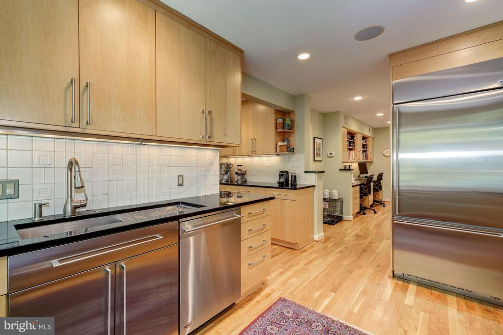 Kitchen opens to Breakfast Room - 2318 44TH ST NW, WASHINGTON