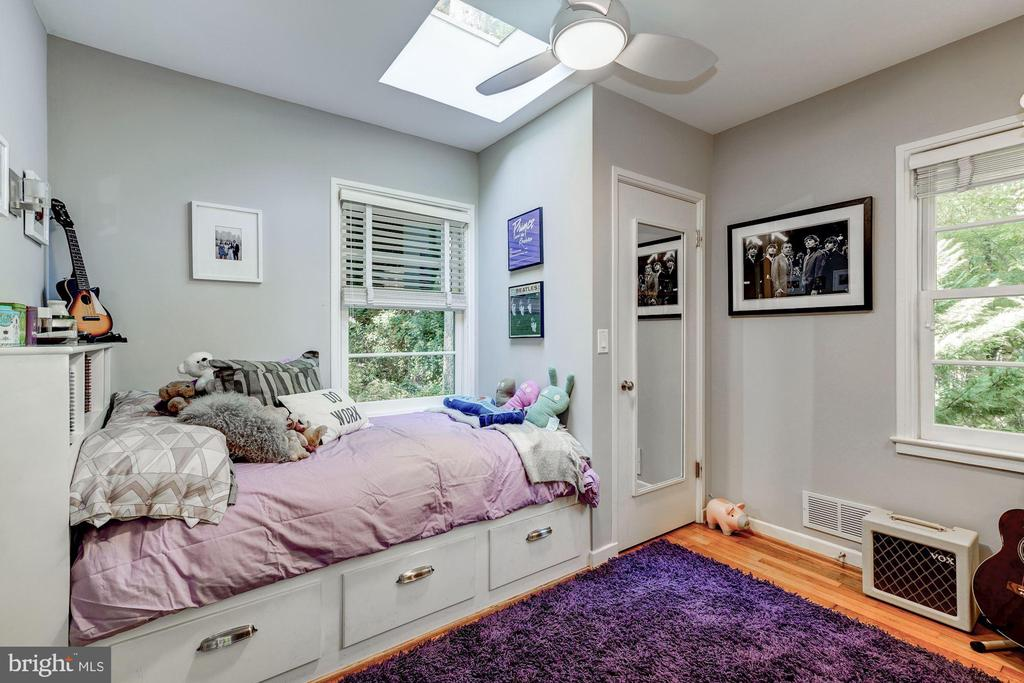 Bedroom 3 with built in bed & skylight - 2318 44TH ST NW, WASHINGTON