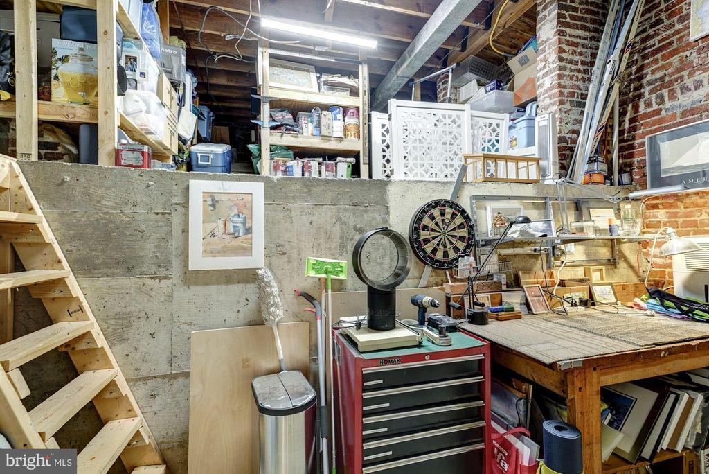 Massive storage - 2318 44TH ST NW, WASHINGTON