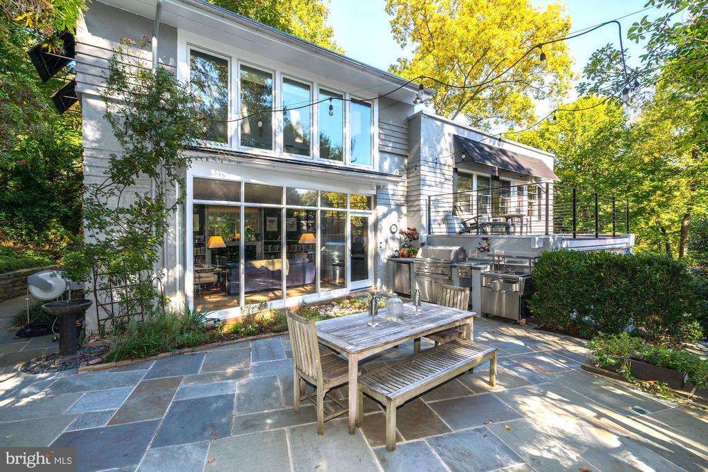 Stunning patio-perfect for al fresco dining - 2318 44TH ST NW, WASHINGTON