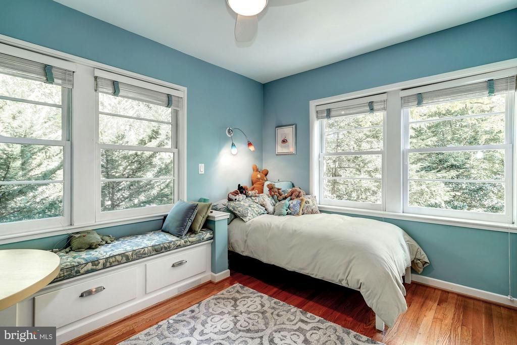 Bedroom 2 with built in window seating - 2318 44TH ST NW, WASHINGTON