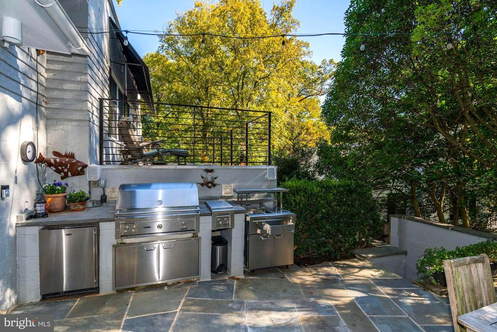 Be that fabulous Outdoor Chef! - 2318 44TH ST NW, WASHINGTON