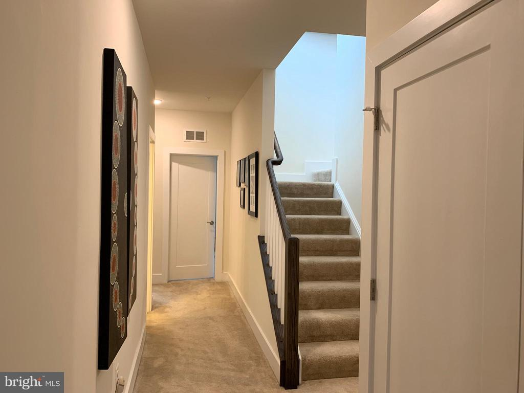 Hallway / stairs to roof deck - 20496 MILBRIDGE TER, ASHBURN