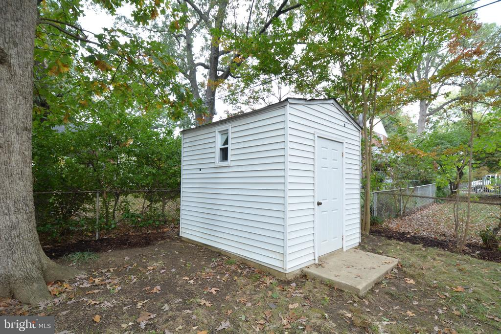 Shed for extra storage - 4747 ARLINGTON BLVD, ARLINGTON
