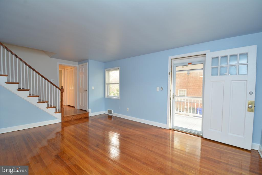 Gleaming floors welcome you! - 4747 ARLINGTON BLVD, ARLINGTON