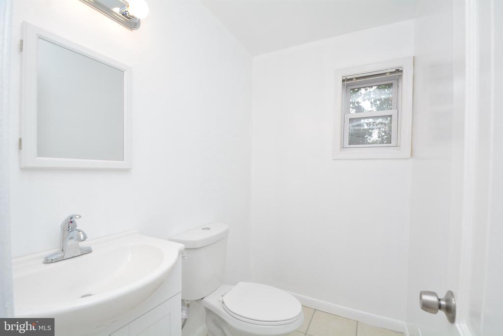Renovated main level half bath - 4747 ARLINGTON BLVD, ARLINGTON