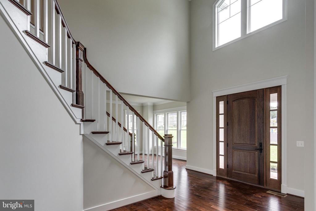 BRAND NEW CONSTRUCTION BY 2ND GEN HOMES - 212 TAPAWINGO RD SE, VIENNA