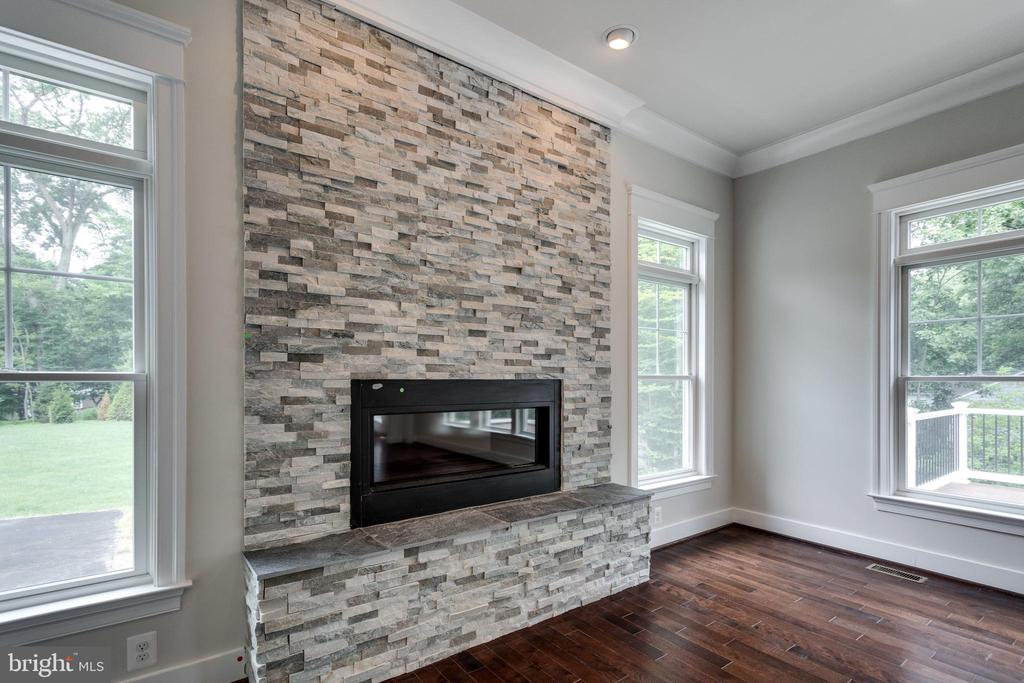 GAS FIREPLACE IN FAMILY-ROOM; MAKE YOUR OWN SELECT - 212 TAPAWINGO RD SE, VIENNA