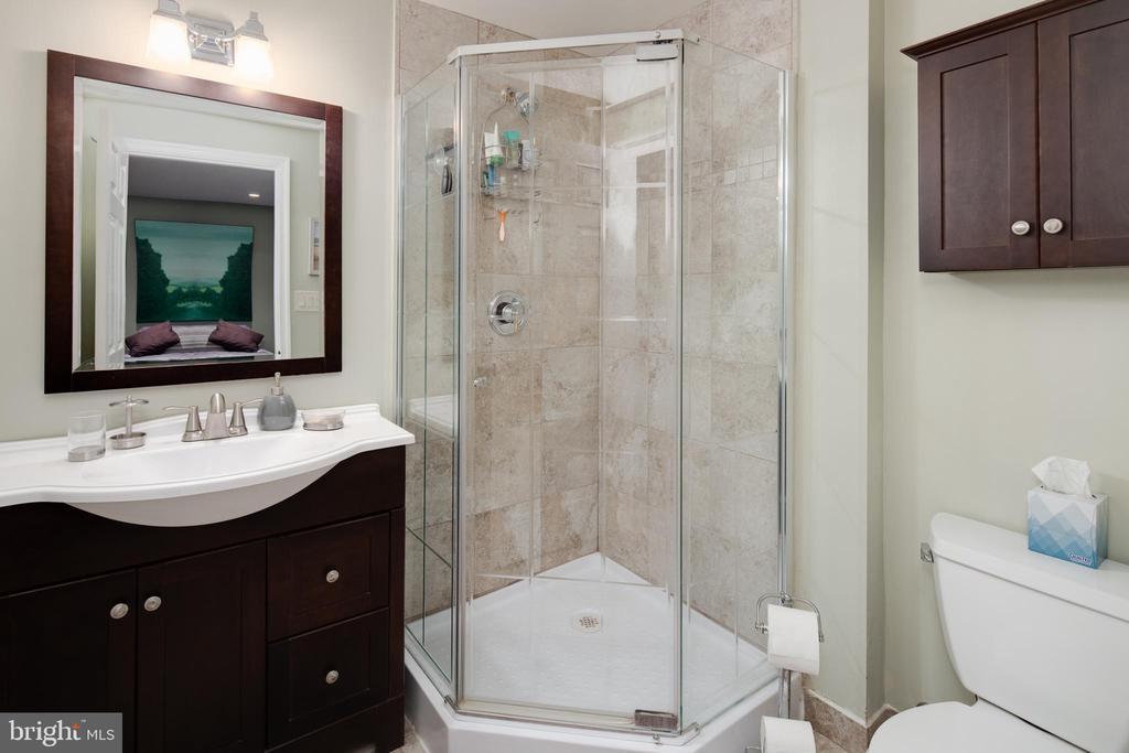 En Suite Lower Level Bath - 4815 LITTLE FALLS RD, ARLINGTON