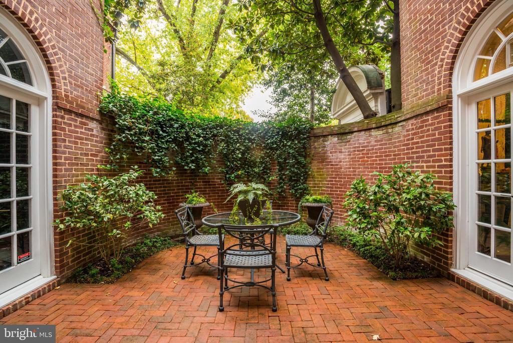 Romantic Curved Side Terrace - 3218 VOLTA PL NW, WASHINGTON