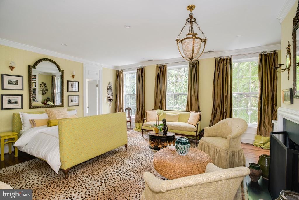 Owner's Bedroom 1 with Custom Walk-in Closet - 3218 VOLTA PL NW, WASHINGTON