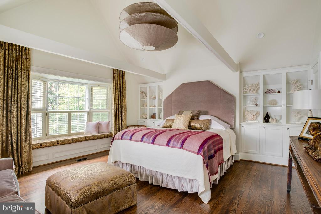 Owner's Bed 2 w/ Vaulted Ceiling & Leafy Vistas - 3218 VOLTA PL NW, WASHINGTON