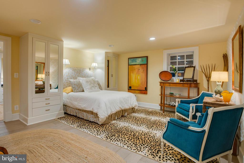 Bedroom 4 with En Suite Marble Bath - 3218 VOLTA PL NW, WASHINGTON