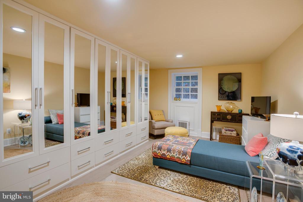 Sitting Room or Bedroom 5 with Abundant Storage - 3218 VOLTA PL NW, WASHINGTON