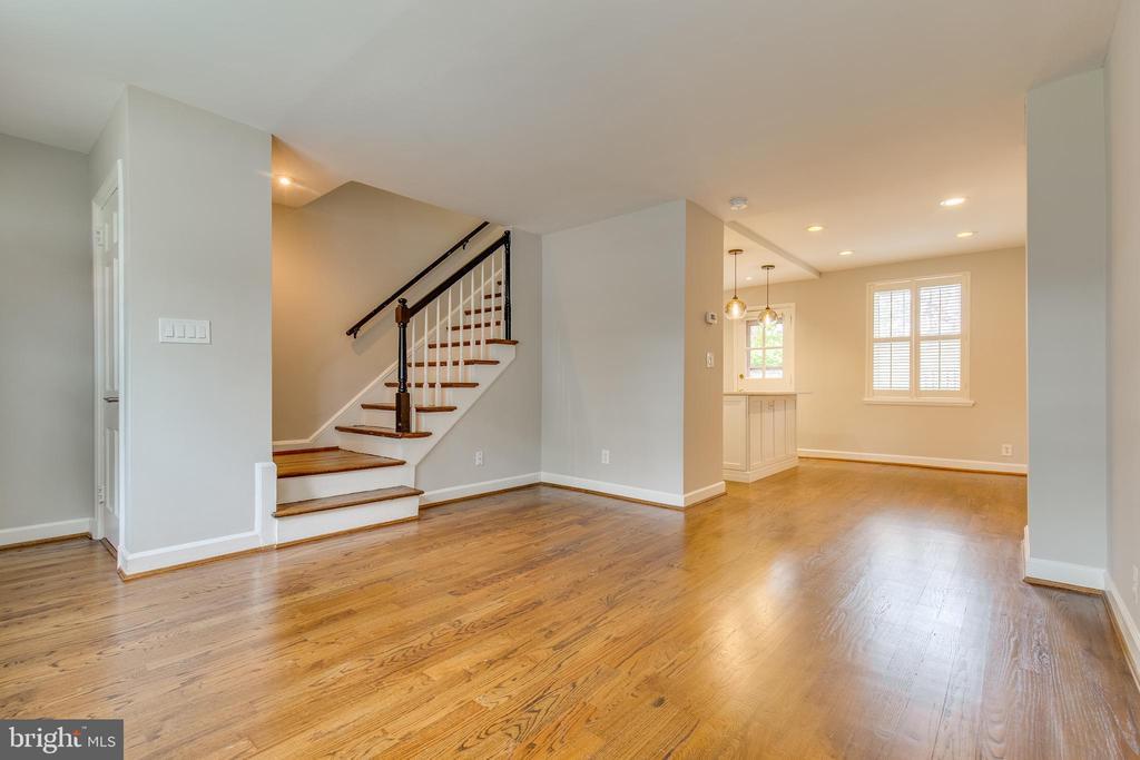 Large Living Room - 2877 S ABINGDON ST, ARLINGTON