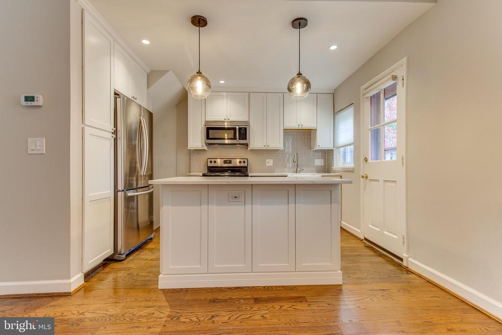 Check out this beautiful open kitchen! - 2877 S ABINGDON ST, ARLINGTON