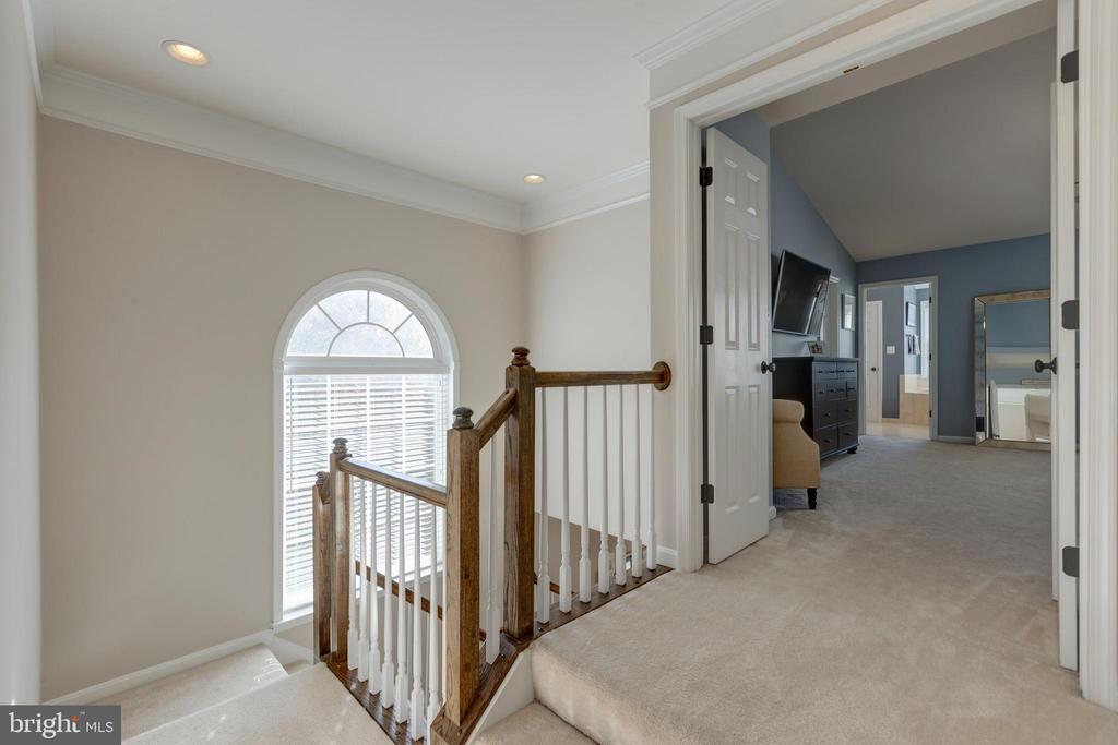 Upper Level Hallway - 25153 SODALITE SQ, ALDIE