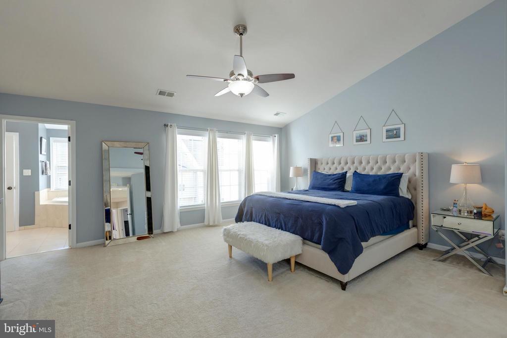 Master Bedroom w/3 closets - 25153 SODALITE SQ, ALDIE