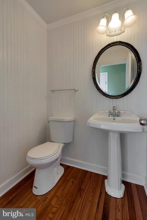 Main floor half bath - 160 LONGWOOD DR, STAFFORD