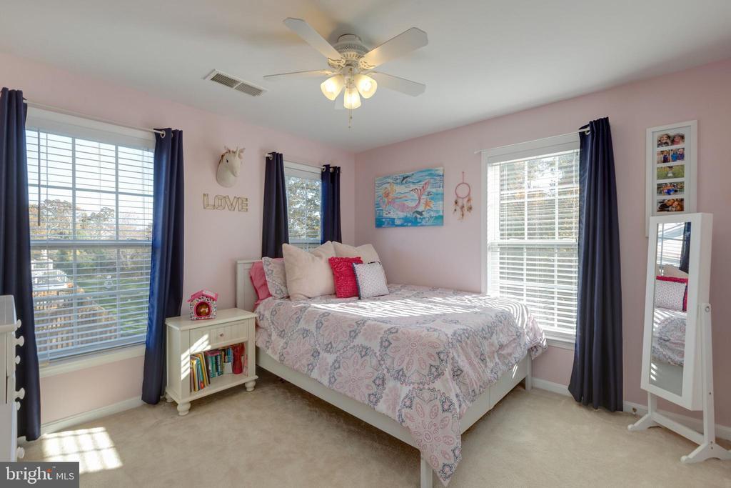 Spacious secondary bedroom  #2 w/closet organizer - 25153 SODALITE SQ, ALDIE