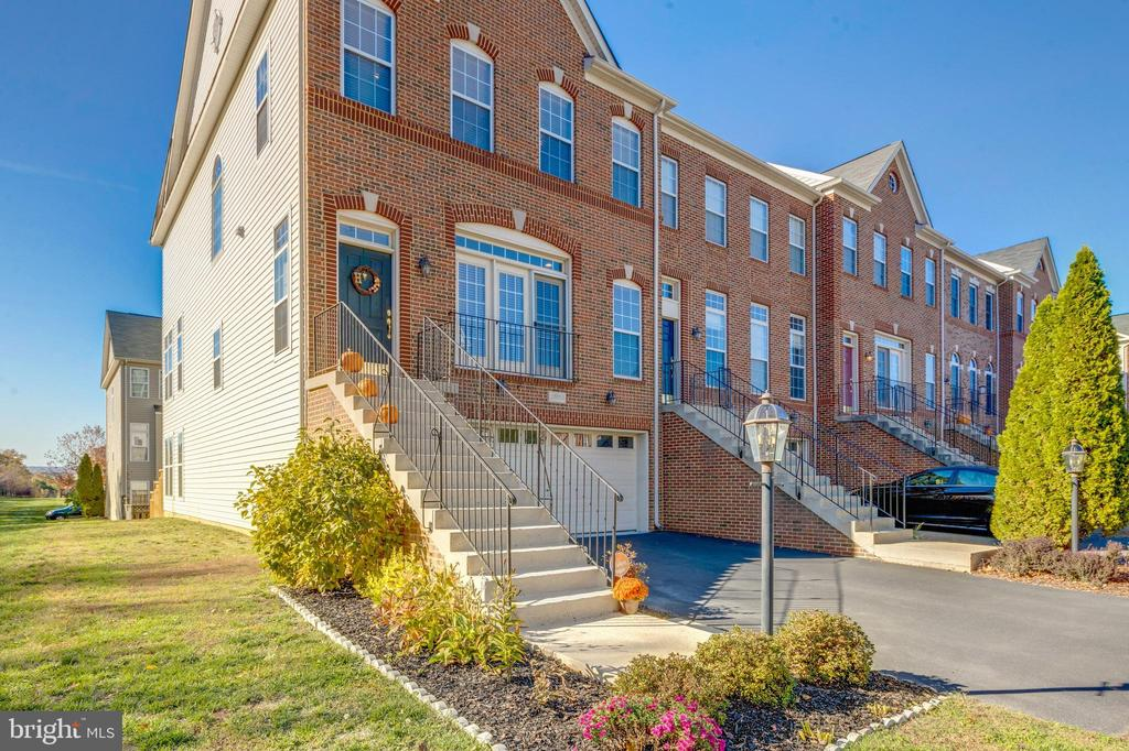 Enjoy all the beautiful, natural light - 25153 SODALITE SQ, ALDIE