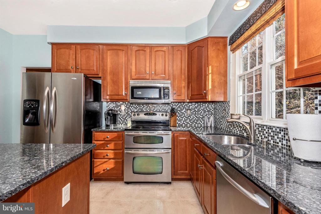 KITCHEN WITH GRANITE AND SS APPLIANCES - 5865 WINTER OAKS PL, FREDERICK