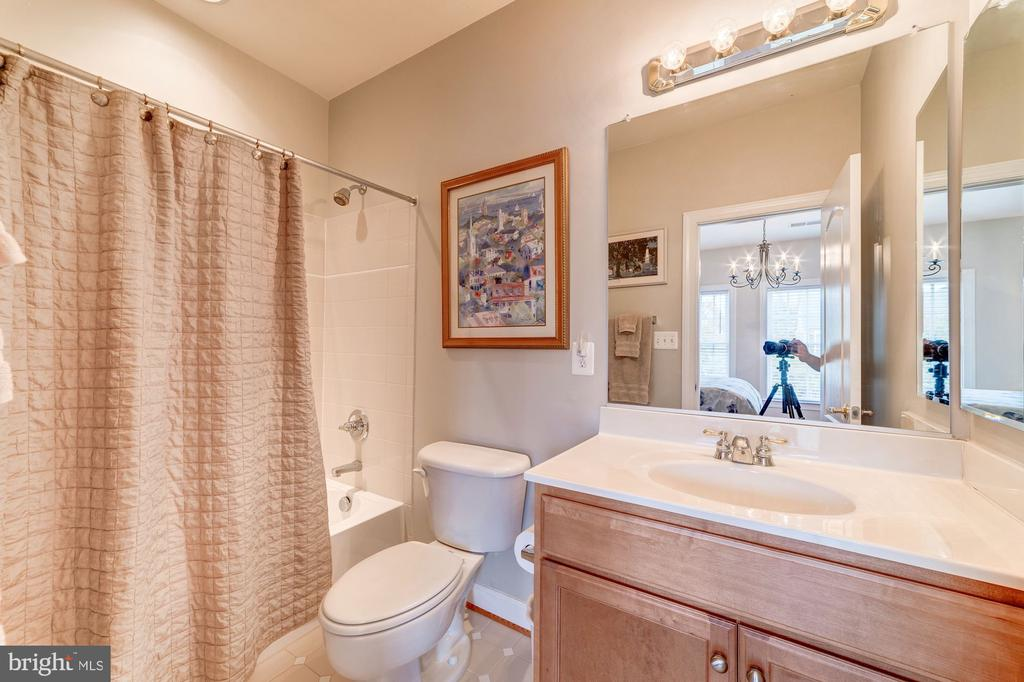 Attached Bath - 21824 AINSLEY CT, BROADLANDS