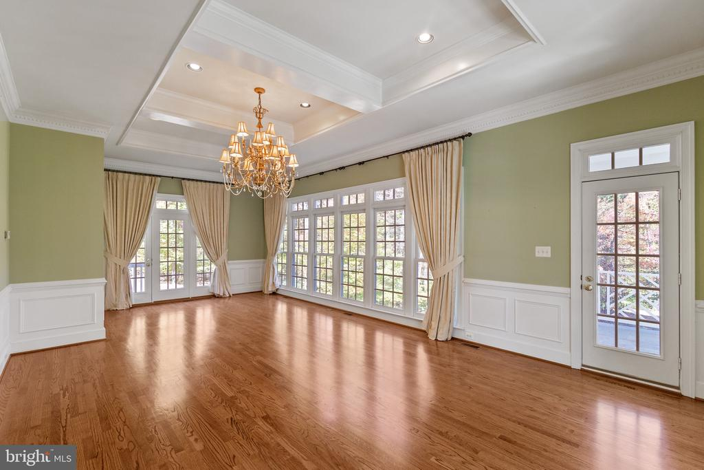 Conservatory  boasts chandelier & boxed ceiling - 15093 LAUREL HILL CT, LEESBURG