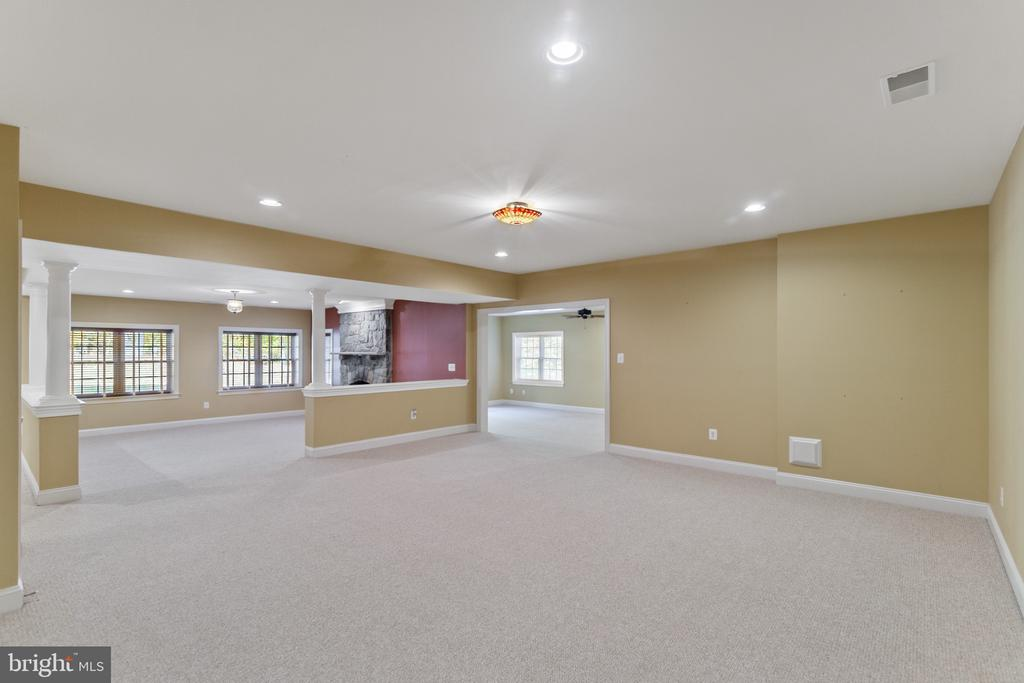 Looking into Rec Room w/access to backyard - 15093 LAUREL HILL CT, LEESBURG