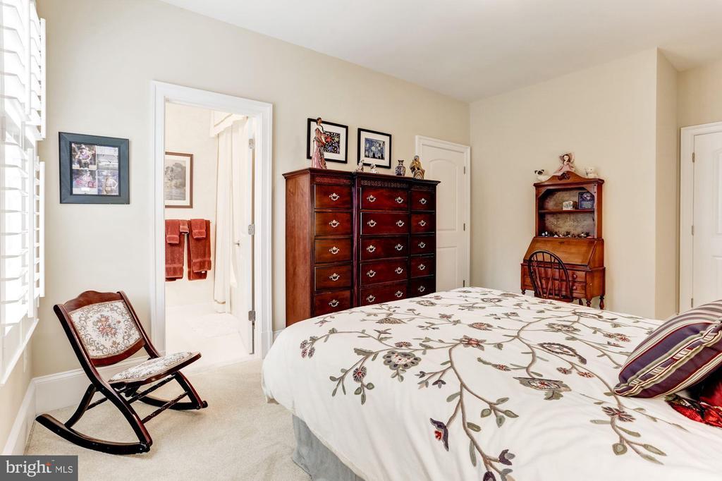 Bedroom 2 With Ensuite Bath - 4830 CASTLEBRIDGE RD, ELLICOTT CITY