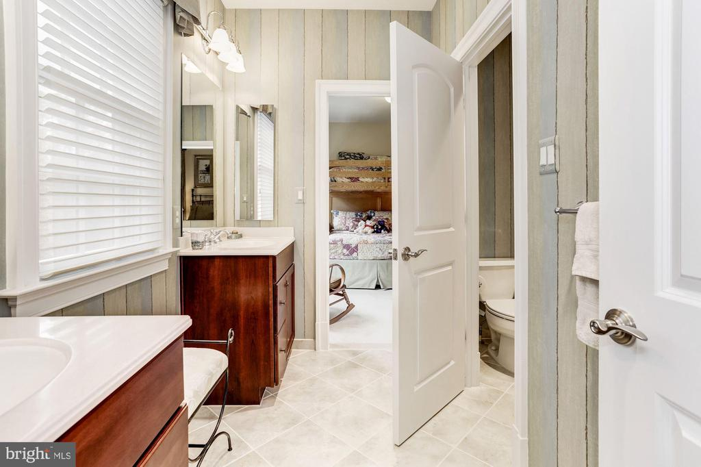 Dual Entry Full Bath - 4830 CASTLEBRIDGE RD, ELLICOTT CITY