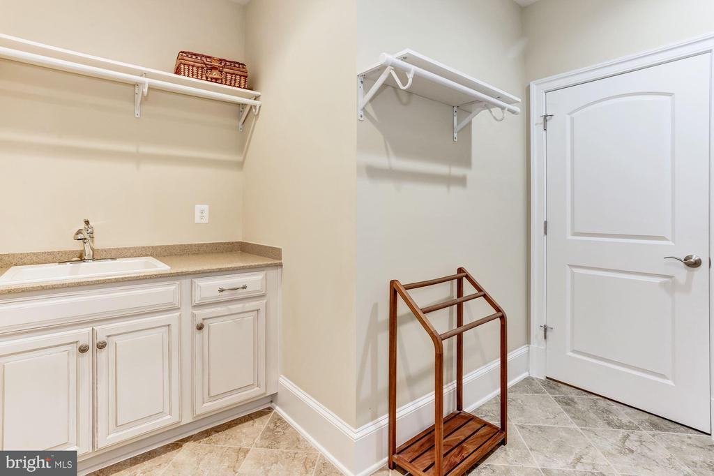 Laundry Equipped With Cabinetry And Sink - 4830 CASTLEBRIDGE RD, ELLICOTT CITY