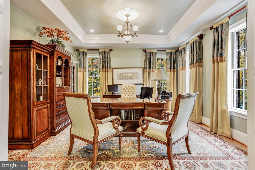 Formal Living Room With Tray Ceiling - 4830 CASTLEBRIDGE RD, ELLICOTT CITY