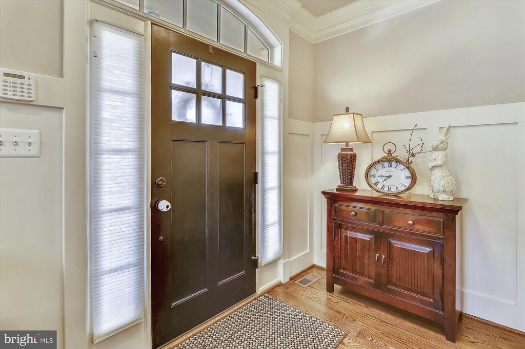 Foyer - 908 N CLEVELAND ST, ARLINGTON