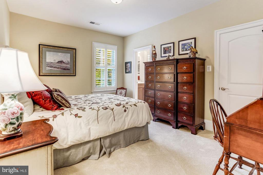 Bedroom 2 With Ensuite Full Bath - 4830 CASTLEBRIDGE RD, ELLICOTT CITY
