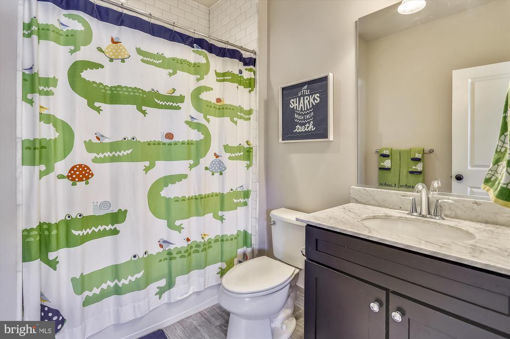 Hallway Bathroom - 908 N CLEVELAND ST, ARLINGTON